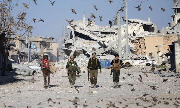 """Am Rande des G-20-Gipfels in Hamburg haben sich Russland und die USA auf die Einrichtung von """"Deeskalationszonen"""" im Süden Syriens verständigt. / Bild: APA/AFP/NAZEER AL-KHATIB"""