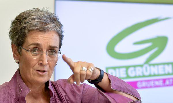 Auch am Tag danach war für Ulrike Lunacek der Abgang von Peter Pilz ein eher unangenehmes Thema. / Bild: (c) APA/HERBERT NEUBAUER