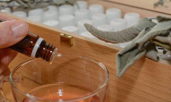 Nicht alles, das als Medizin verkauft wird, hilft auch wirklich. / Bild: (c) imago/CHROMORANGE (imago stock&people)