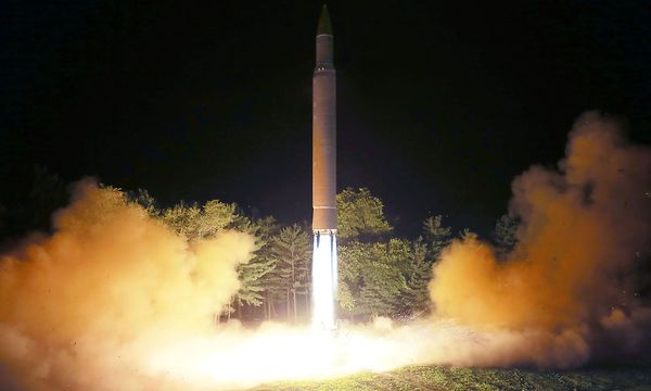 Eine nordkoreanische Interkontinentalrakete. / Bild: APA/AFP/KCNA VIS KNS/STR