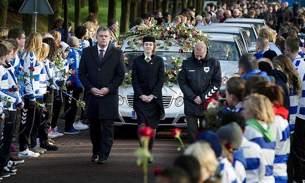 Das Begraebnis von Nieuwenhuizen / Bild: EPA