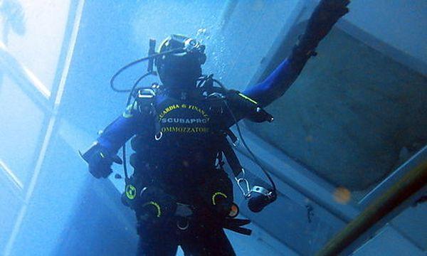 Ein Taucher im Wrack der Costa Concordia / Bild: (c) EPA (Guardia Di Finanza / Handout)