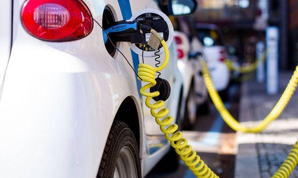 Ladestationen für Elektroautos sind ein wesentlicher Teil der EU-Pläne. / Bild: imago/Andreas Prost