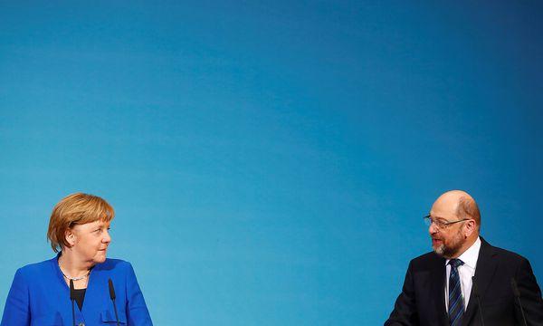 Merkel und Schulz loben das Sondierungspapier. / Bild: REUTERS/Hannibal Hanschke
