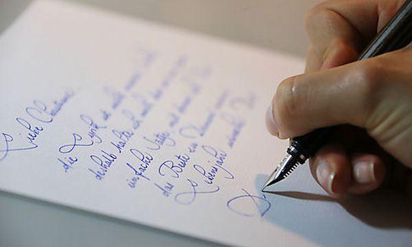 Handschriftliche Notizen während des Gesprächs sind OK. Das fertige Protokoll wird natürlich am PC verfasst.  / Bild: (c) APA/dpa