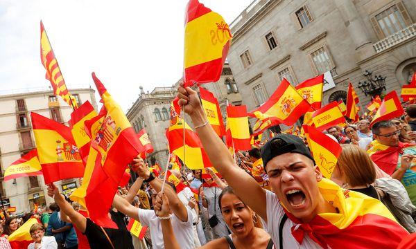 In Barcelona wurde gestern nicht nur für die Unabhängigkeit, sondern auch für die Einigkeit Spaniens demonstriert.  / Bild: (c) REUTERS (YVES HERMAN)
