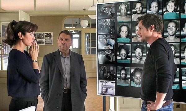 Staatsanwältin Álvarez (Carolina Vera), Thorsten Lannert (Richy Müller, mi.) und Sebastian Bootz (Felix Klare). / Bild: ORF