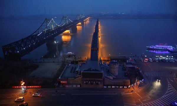 Archivbild der der Brücke über den Yalu, zwischen Sinuiju in Nordkorea und Dandong in China.  / Bild: REUTERS