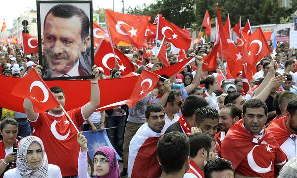 Archivbild: Solidaritätskundgebungen für Erdogan in Wien / Bild: (c) APA/HANS PUNZ
