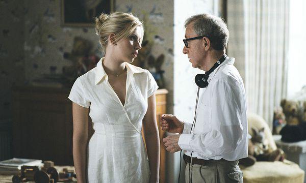 """Scarlett Johansson mit Woody Allen am Set von """"Match Point"""".  / Bild: BBC Films"""
