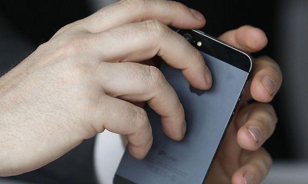 EU untersucht Apples Verträge mit Mobilfunkern / Bild: REUTERS