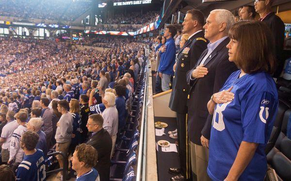 Mike Pence bei einem Football-Spiel in Indiana. / Bild: (c) REUTERS (SOCIAL MEDIA)