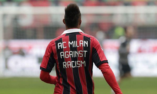 T-Shirt mit Anti-Rassimus-Slogan / Bild: (c) AP (Antonio Calanni)