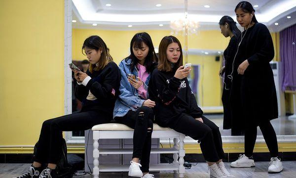 In China sind internationale Seiten wie Google oder Wikipedia zensiert. / Bild: APA/AFP/JOHANNES EISELE