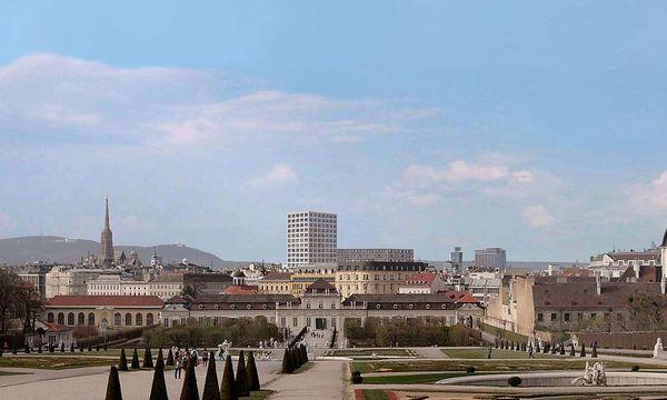 So hätte das geplante Hochhaus im Stadtbild ausgesehen: Blick vom Belvedere in Richtung Innenstadt. (Visualisierung) / Bild: Martin Kupf