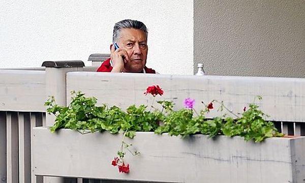 Elsner am Donnerstag, 24. Mai 2012, während seines Kuraufenthalts in Tirol.  / Bild: (c) APA/ZEITUNGSFOTO.AT/DANIEL LIEBL
