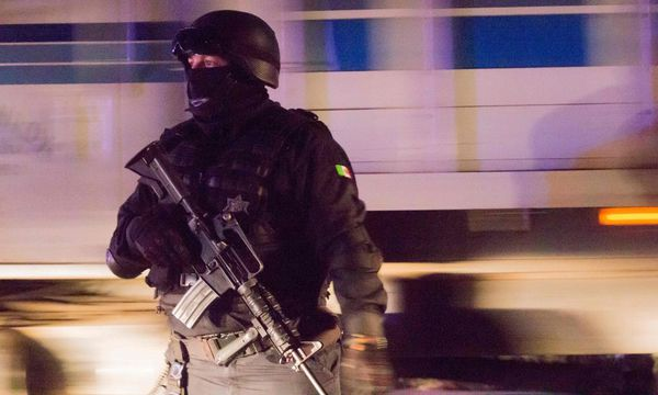 Mexikanische Polizei am Tatort. / Bild: (c) AFP (HECTOR GUERRERO)