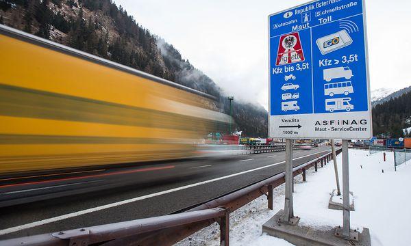 Archivbild. Tirol will den Lkw-Transit-Verkehr über die Brennerstrecke von Italien nach Deutschland massiv reduzieren. / Bild: APA/EXPA/ JOHANN GRODER