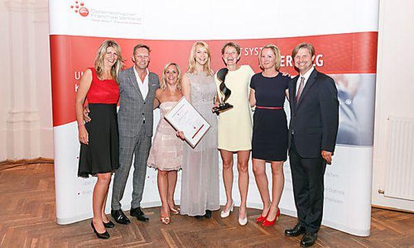 Bestes Franchise-System des Jahres: Mrs.Sporty Carina Dworak (Mrs.Sporty) und Team, Awardsponsor: Michael Graf, Raiffeisenlandesbank NÖ-Wien / Bild: ÖFV