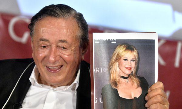 (c) APA/HERBERT PFARRHOFER Baumeister Richard Lugner präsentiert seinen heurigen Stargast: Schauspielerin Melanie Griffith.