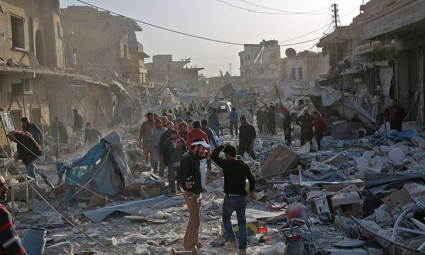 Der Luftschlag in Atareb richtete schwere Verwüstungen an / Bild: AFP/ZEIN AL RIFAI