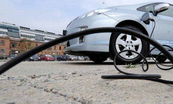 Laden in der eigenen Garage: Laut Experten vor allem in Städten schwer zu realisieren. / Bild: (c) Die Presse (Clemens Fabry)