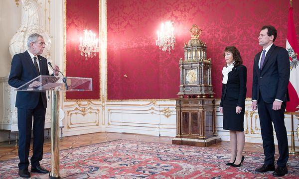 Van der Bellen (l.), Bierlein und Grabenwarter (r.) bei der Angelobung in der Hofburg / Bild: (c) APA/GEORG HOCHMUTH (GEORG HOCHMUTH)
