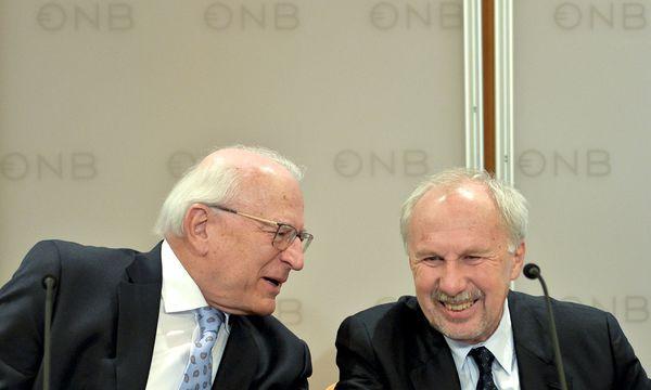 Gut gelaunt: Nationalbankpräsident Claus Raidl und Gouverneur Ewald Nowotny.  / Bild: (c) APA/HERBERT NEUBAUER