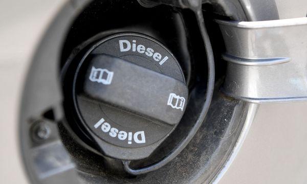 Am Dienstag findet der österreichische Dieselgipfel statt / Bild: APA/ROLAND SCHLAGER