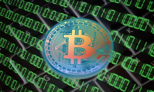 Münze mit Bitcoin-Zeichen / Bild: (c) imago/Christian Ohde (imago stock&people)