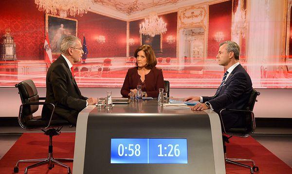 Die Kandidaten Alexander Van der Bellen und Norbert Hofer im ORF-Studio bei Ingrid Thurnher / Bild: ORF