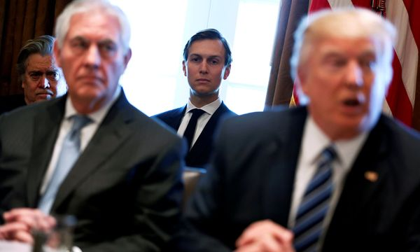 Der Mann im Hintergrund: Jared Kushner (Mitte) spielt in Trumps Weißem Haus eine wichtige Rolle. / Bild: (c) REUTERS (JONATHAN ERNST)