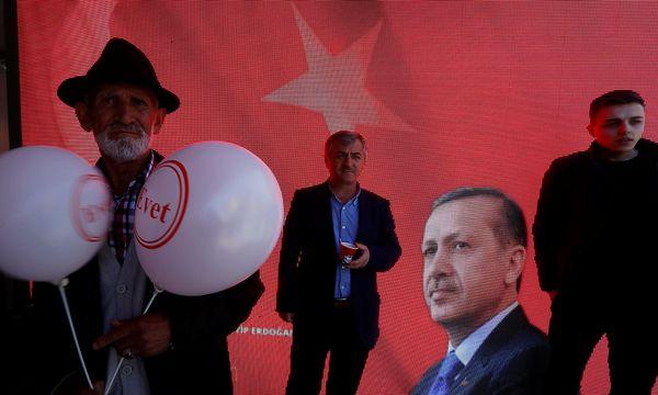 Anhänger des türkischen Präsidenten Erdogan. / Bild: REUTERS
