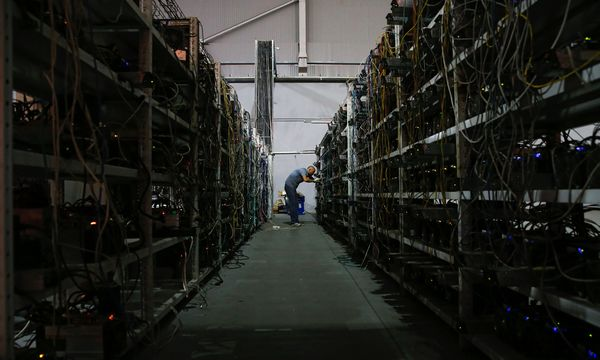 """Ein Problem mit Bitcoin ist der enorme Energieaufwand, der für das sogenannte """"Mining"""" inzwischen benötigt wird. / Bild: (c) APA/AFP/MAXIM ZMEYEV"""