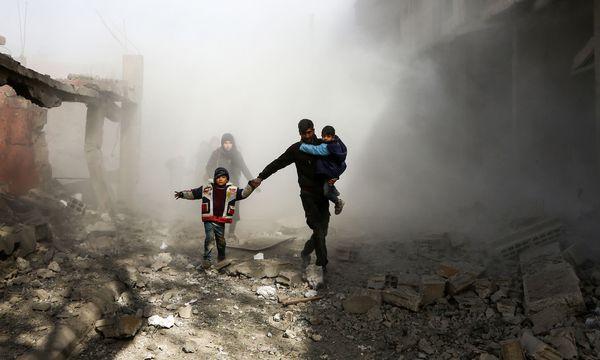 Angriff auf Ost-Ghouta. In dem Vorort der syrischen Hauptstadt Damaskus spitzt sich die humanitäre Lage zu. / Bild: (c) APA/AFP/ABDULMONAM EASSA (ABDULMONAM EASSA)
