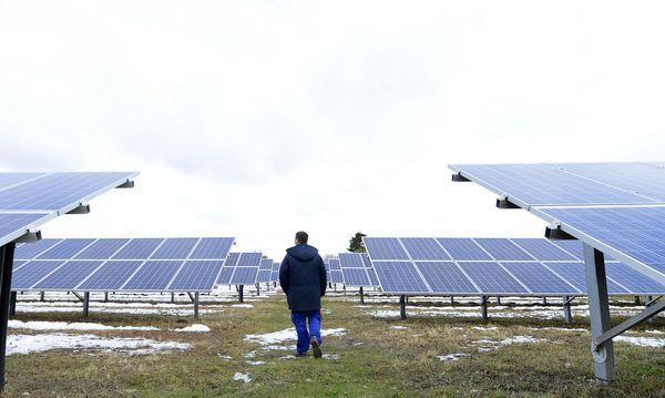 THEMENBILD:  WIENER VOLKSBEFRAGUNG 2013 - AUSBAU ALTERNATIVER ENERGIEPROJEKTE / BUeRGER-SOLARKRAFTWERK / Bild: APA/HANS KLAUS TECHT