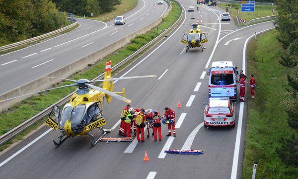 Der Unfall sorgte für einen Großeinsatz der Rettungskräfte. / Bild: (c) APA/THOMAS LENGER