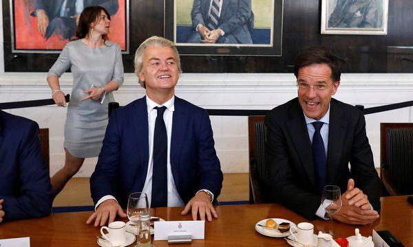 Geert Wilders und Mark Rutte, die beiden großen Gegenspieler der Niederlande, am Tag nach der Wahl.  / Bild: (c) REUTERS (YVES HERMAN)