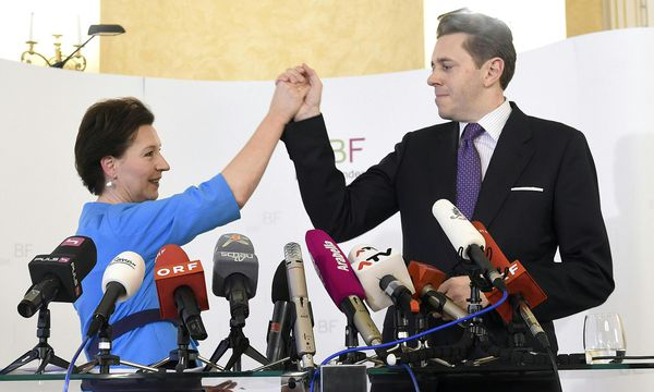 Trotz doppelt betonter Euphorie ist die Bildungsreform noch immer unvollendet. Ministerin Heinisch-Hosek (SPÖ) präsentierte 2015 mit ÖVP-Staatssekretär Harald Mahrer das Reformpapier. / Bild: (c) APA/HELMUT FOHRINGER