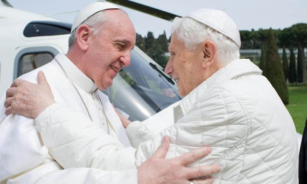 Papst Franziskus besuchte Benedikt / Bild: (c) EPA (OSSERVATORE ROMANO / HANDOUT)