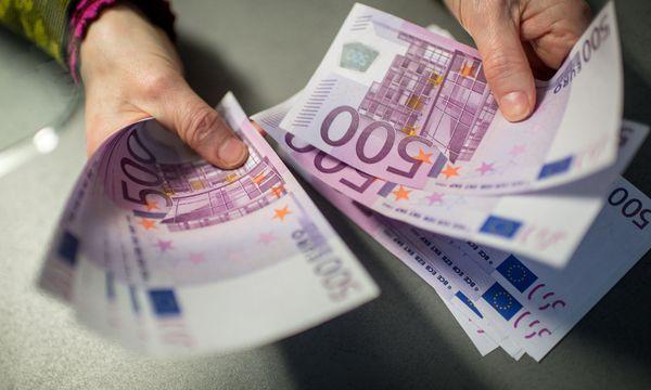 Werden Bargeldzahlungen eingeschränkt? / Bild: APA/dpa/Matthias Balk