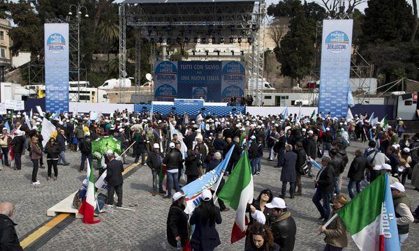 Tausende Solidaritaetsdemo fuer Berlusconi / Bild: (c) EPA (MASSIMO PERCOSSI)