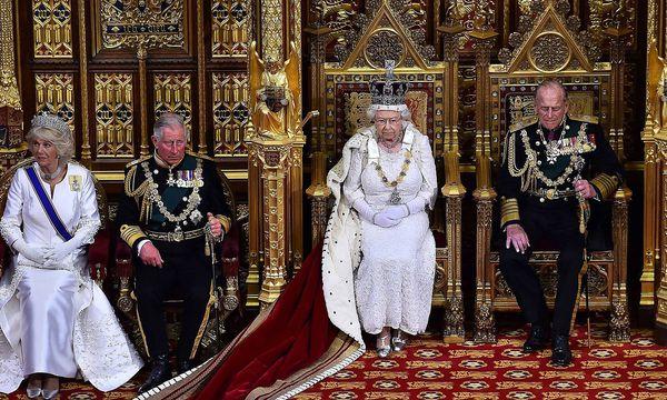 """Archivbild: So pompös war die Queen's Speech am 27. Mai 2015. Dieses Jahr wird die Queen ohne Krone und in einem """"normalen Kleid"""" die Regierungserklärung verlesen. / Bild: imago/ZUMA Press"""