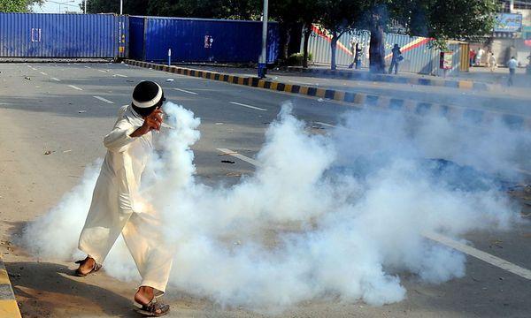 In Pakistan eskalierten die Proteste, in Deutschland verliefen die Demonstrationen bisher friedlich. / Bild: EPA