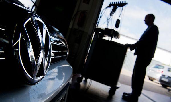 VW wird Ziel voraussichtlich weit verfehlen / Bild: APA/dpa/Julian Stratenschulte