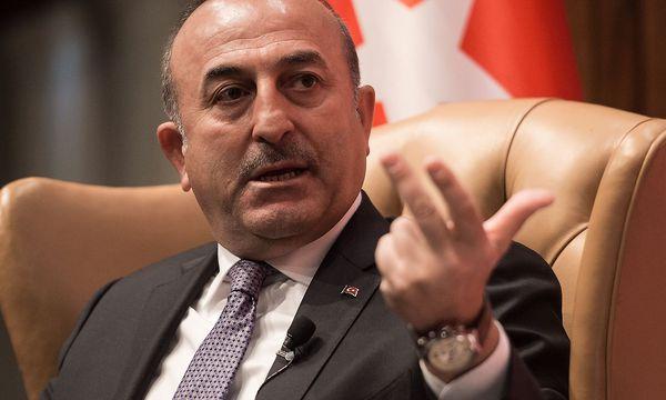 Der türkische Außenminister Mevlüt Cavusoglu fordert Visafreiheit für Türkein in der EU. / Bild: APA/AFP/NICHOLAS KAMM