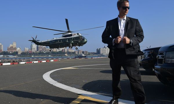 Donald Trump im Anflug auf New York. / Bild: APA/AFP/MANDEL NGAN