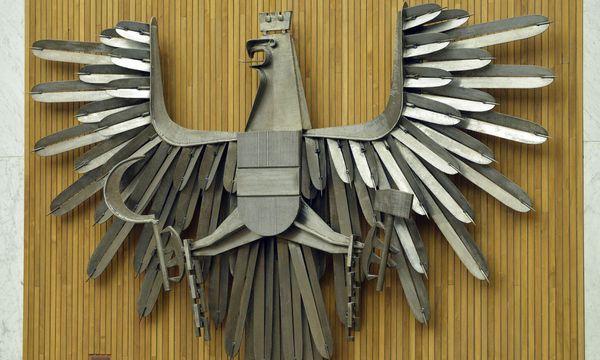 Adler im Plenarsaal des Nationalrates / Bild: APA/HANS PUNZ
