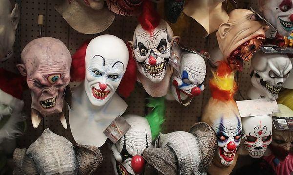 Archivbild: Clown-Masken gibt es gerade zur Halloween-Zeit in etlichen Geschäften zu kaufen / Bild: APA/AFP/GETTY IMAGES/SCOTT OLSON
