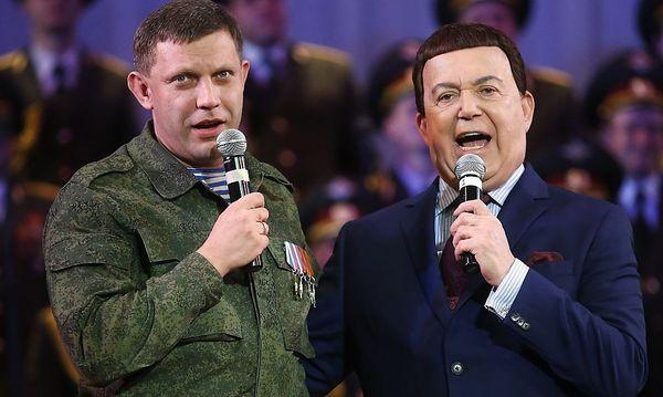 Josef Kobzin, russischer Sänger und Abgeordneter, sang mit dem Separatisten-Führer von Donezk, Alexander Zacharchenko, bei einem Konzert in Donezk. / Bild: (c) REUTERS